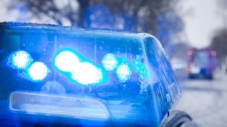Am Weitmannsee in Kissing hat ein Autofahrer einen Sachschaden verursacht.