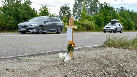 Allein bei einem schweren Verkehrsunfall Anfang Juni kamen auf der Bundesstraße 17 bei Denklingen vier Personen ums Leben. Auch deswegen sieht die Verkehrsunfallstatistik im Landkreis Landsberg 2020 trauriger aus als bayernweit betrachtet.