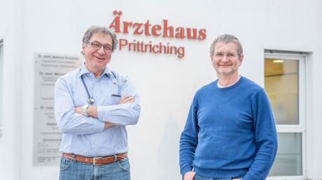 Dr. Bernhard Sailer (links) und Dr. Hermann Fischer vom Ärztehaus Prittriching sind kürzlich in Ruhestand gegangen. Die Praxis hat auch über die Landkreisgrenzen hinaus Bedeutung bei der medizinischen Versorgung.