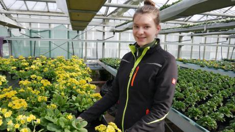 Ann-Kathrin Schreiner ist Auszubildende in der Gärtnerei Streicher in Utting.