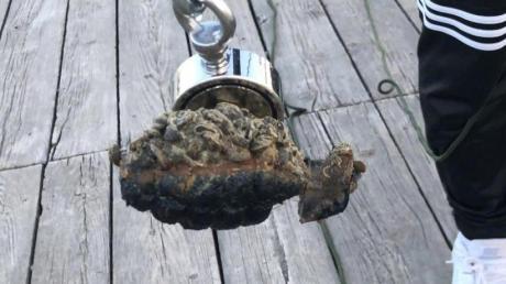 So sah die Handgranate aus, die zwei Jugendliche in Utting mit einem Magneten aus dem See gefischt haben.