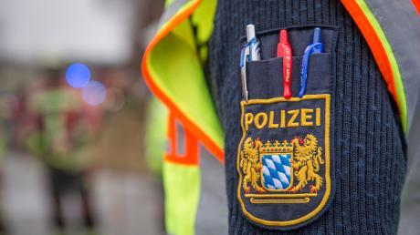 Nach einem Unfall auf der B17 bei Hurlach sucht die Polizei nach Zeugen.