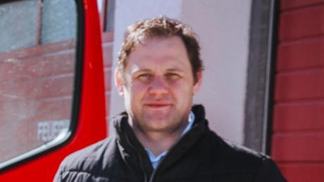 Laut Kommandant Peter Aumüller ist derzeit der Oktober als Fertigstellungstermin für das Mittlere Löschfahrzeug im Gesrpäch.
