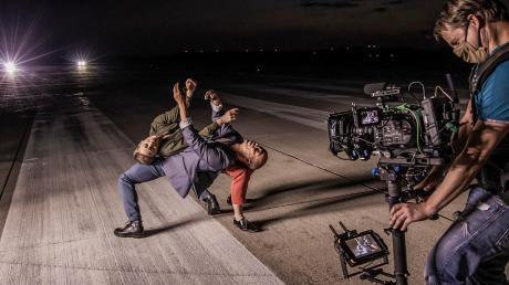 """Einige Aufnahmen für das Kurzvideo """"Come Closer"""" entstanden auf dem Rollfeld des Penzinger Fliegerhorsts."""