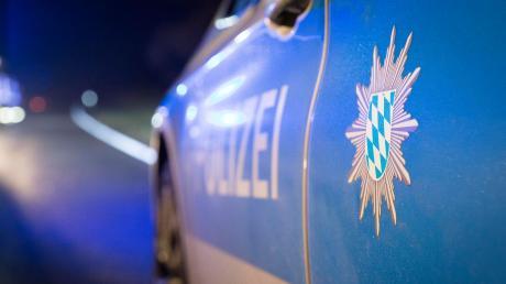 Bei Biberbach hat ein Unfallfahrer Unfallflucht begangen.