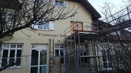 Im Dießener Gemeinderat zerbricht  man sich den Kopf darüber, wie der Kindergarten in Dettenschwang künftig beheizt werden soll.