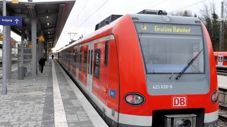 Im Bahnhof in Geltendorf wartet eine S-Bahn. Auf der Strecke nach München soll das Nadelöhr bei Pasing entschärft werden.