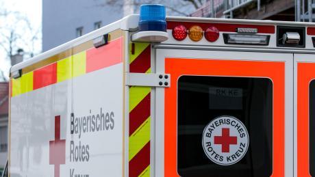 Bei einem Betriebsunfall in Meitingen erlitt ein Mann schwere Quetschungen an der Hand.