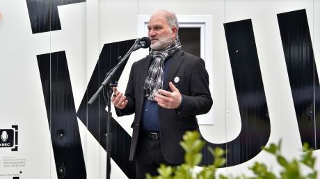 Initiator Wolfgang Hauck eröffnete das Kultainer-Projekt am Freitagnachmittag am Geltendorfer Bahnhof.