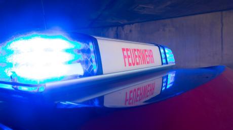 Zu einem schweren Unfall ist es am Freitagabend auf der Straße zwischen Geltendorf und Moorenweis gekommen.