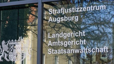 Vor dem Landgericht Augsburg steigt der Prozess gegen die mutmaßliche Brandstifterin von Greifenberg.