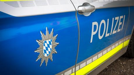 Eine mutmaßliche Betrügerin ist in Augsburg aufgeflogen. Nun sitzt sie in der JVA Aichach.