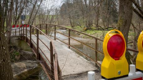 Ein reizvolles Bauwerk inmitten einer Naturidylle: Die über 100 Jahre alte Schlosswiesenbrücke bei Greifenberg ist aus Sicherheitsgründen gesperrt worden. Bis ein Neubau zur Verfügung steht, dürfte es längere Zeit dauern, so die Greifenberger Bürgermeisterin Patricia Müller.