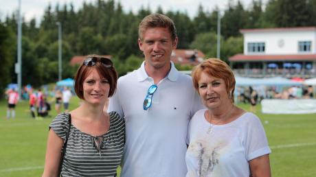 Im Jahr 2016besuchte Julian Nagelsmann– damals Hoffenheim-Trainer –seinen alten Klub FC Issing mit Mutter und Schwester. Frühere Weggefährten des neuen Bayern-Trainers erzählen über ihn.