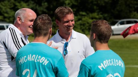 2016 kam Julian Nagelsmann (Mitte) zu einem Hobby-Fußballturnier zu seinem Heimatverein FC Issing zurück.