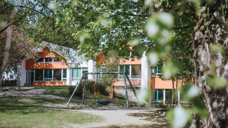 In den Kindertagesstätten in Dießen (im Bild der katholische Kindergarten St. Gabriel) werden die Plätze knapp.