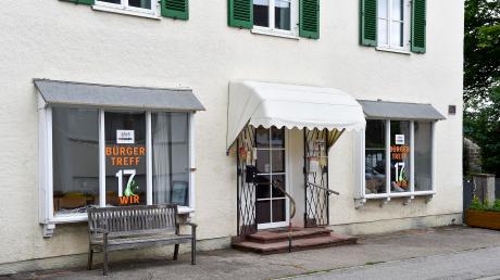 Der Uttinger Bürgertreff in der Bahnhofstraße soll in ein Gebäude, in dem früher eine Bank untergebracht war, umziehen. Allerdings droht eine Kostenexplosion.