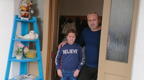 Der 42-jährige Tamer Hammudeh lebt mit seiner Familie und der seines verstorbenen Bruders, darunter Neffe Khaled, in Leeder.