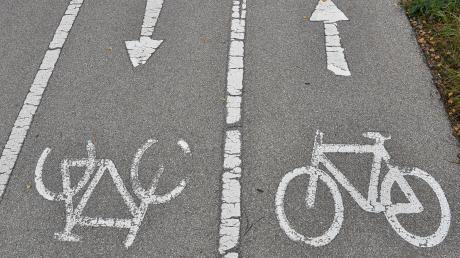 Eine Radfahrerin verletzte sich in Haldenwang schwer.