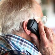 Immer wieder fallen besonders ältere Menschen auf Enkeltrick-Betrüger rein.