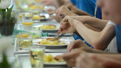 Die Stadt Landsberg sucht für die Mittagsverpflegung an ihren Grundschulen und der Mittelschule einen neuen Caterer. Die Stadträte legten nun fest, wie hoch der Bioanteil bei den Lebensmitteln sein soll.