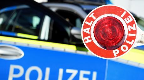 Ein 18-Jähriger versuchte, vor der Polizei zu flüchten. Er war zuvor in einen Unfall verwickelt.