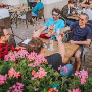 Wegen des tollen Wetters sind die Biergarten im Landkreis gut besucht – so auch jener von Opatija Grill in Landsberg.