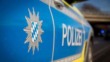 Eine 30-jährige Autofahrerin stößt in Bergkirchen mit einem 28-Jährigen in einem Kleintransporter zusammen.