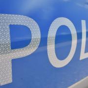Die Polizei fahndet nach einem Mann, der zwei Frauen in Ulm ausgeraubt hat.