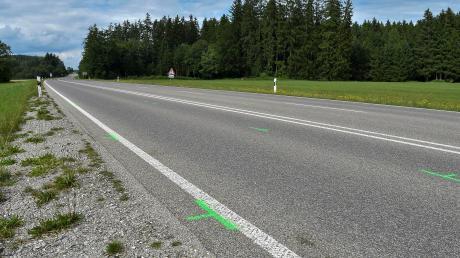 An dieser Stelle hat sich am Dienstagabend auf der B17 ein tödlicher Verkehrsunfall ereignet.