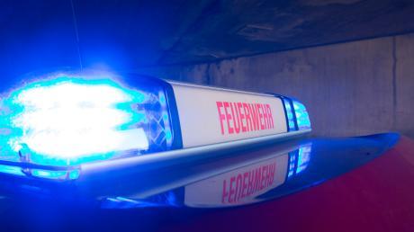Der Brand einer Trocknungsanlage in Wechingen wurde von mehreren Rieser Feuerwehren gelöscht. (Symbolbild)