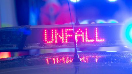 In Neuburg ist es zu einem Auffahrunfall gekommen. Dabei wurden zwei Personen verletzt.