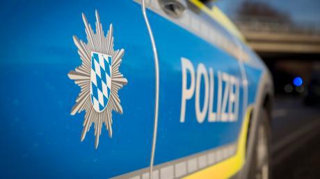 Nach einer Unfallflucht bei Weilheim ermittelt die Polizei.