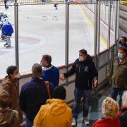 Der Bildungs-, Sozial- und Kulturausschuss des Stadtrats besuchte bei einem Ortstermin die Landsberger Eissporthalle.