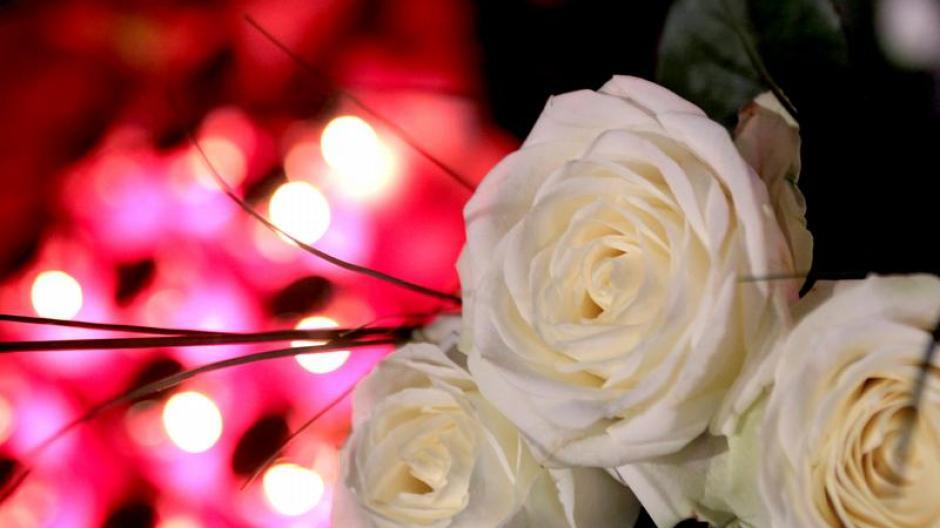 Familie Verwitwet Am Valentinstag Zum Trost Zeit Mit Freunden