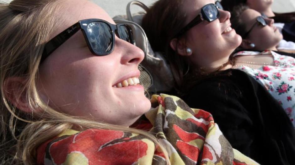 e1f92c10238256 Endlich wieder die Sonnenbrille auspacken! Darauf freuen sich nach dem  düsteren Winter viele.