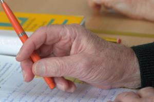 Im Alter jat man mehr Zeit, um eine neue Sprache zu lernen oder sich in ein Themengebiet zu vertiefen. Foto: Jan-Peter Kasper