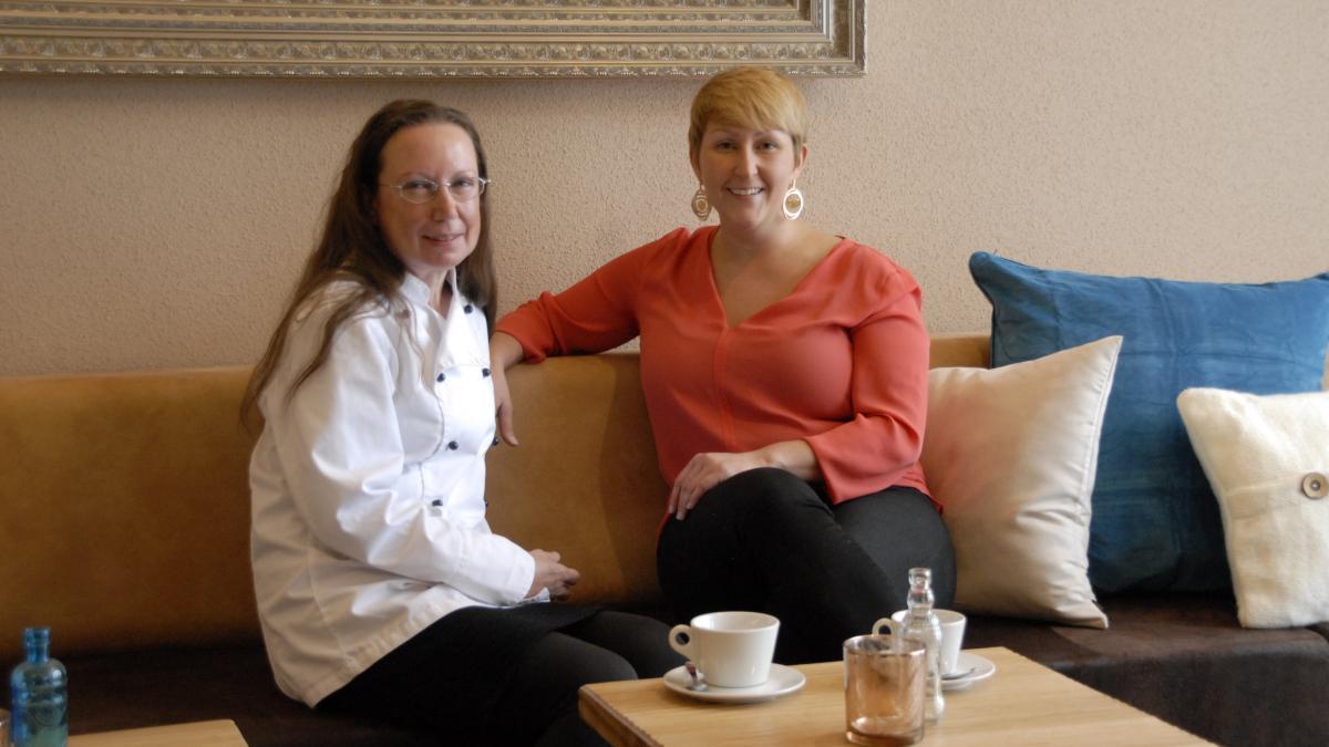 mary s caf lounge entspannt die seele baumeln lassen. Black Bedroom Furniture Sets. Home Design Ideas