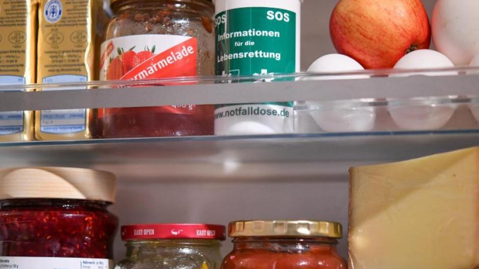 Kühlschrank Aufbewahrung : Hilfe für senioren die notfalldose aus dem kühlschrank leben