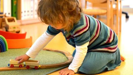 Es muss nicht immer Tablet oder Mp3-Player sein: Auch die Klassiker wie diese Holzeisenbahn sind bei Kindern immer noch beliebt. Foto: Caroline Seidel