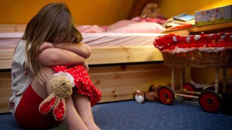 Vergehen sich Freunde oder Angehörige an einem Kind, sind oft auch Geschwister gefährdet, Opfer zu werden. Foto: Patrick Pleul
