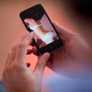 Ein 27-Jähriger aus dem Unterallgäu hat eine gute Bekannte erpresst. Sie sollte sich vor der Kamera für ihn ausziehen - und tat es auch (Symbolfoto).