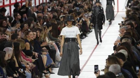 «Sisterhood is Global»: Eröffnung der Show von Dior.