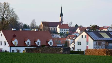 Die katholische Pfarrkirche St. Michael ist ein Baudenkmal in Ottmaring. Übrigens: Es gab bereits Anfang des 13. Jahrhunderts in dem Stadtteil eine Chorturmkirche.