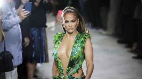 Jennifer Lopez bei der Show von Versace auf der Modewoche in Mailand.