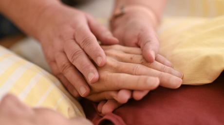 Pflegende solltenihre Hände gründlich waschen. Foto: Felix Kästle/dpa