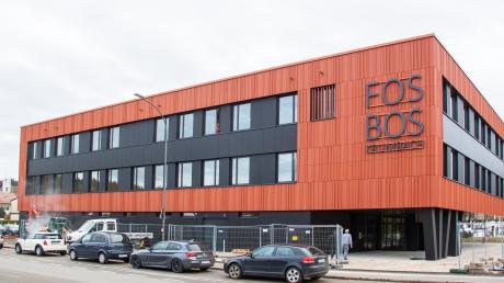 Die neue Fachoberschule und Berufsoberschule an der Lichtensteinstraße in Krumbach. Dort findet die Podiumsdiskussion der Mittelschwäbischen Nachrichten statt.