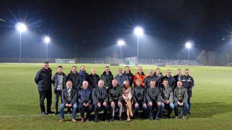 Der FC Gundelfingen weihte am 20. November offiziell seine neue LED-Flutlichtanlage ein. Zu Gast waren Mitglieder des FC, Sponsoren, Paten für die LED-Strahler und Unterstützer.