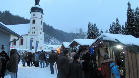 In einem der vergangenen Jahre ein wahres Winterwunderland: der idyllische Adventsmarkt in Wellheim am Fuße der Burgruine.