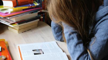 Viele Schüler leiden unter Leistungsüberforderung, Prüfungsangst oder Mobbing. Das kann Folgen für die Gesundheit haben.